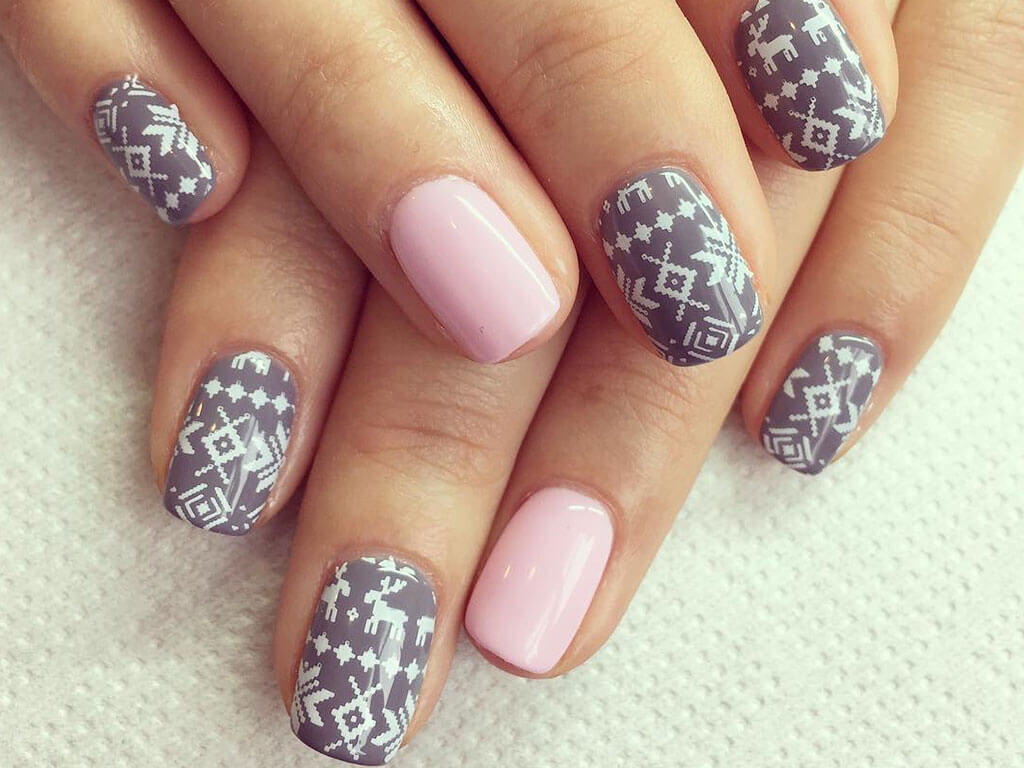 Simple-Holiday-Nail-Art.jpg